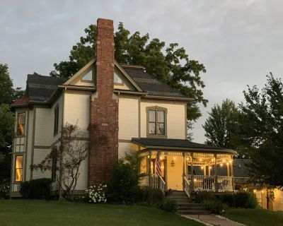 Completely restored 1885 Queen Ann style home located next to the temple lot - Independence