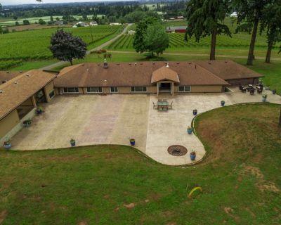Dundee Wine Country Estate, Single Lvl, Huge Patio, Vineyard Views, Free Tastings, Foosball, FirePit - Dayton