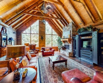 Gorgeous & secluded log house w/ a game room, hot tub, & three gas fireplaces - Pigeon Forge
