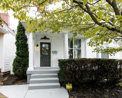 Elegant Home Steps to Restaurant Row! - Deer Park