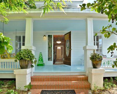 """CAPTAIN'S QUARTERS"" ~ A Vintage Key West Retreat that is full of Charm!! - Key West Historic District"