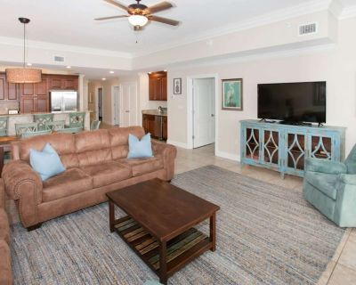"""Gulf-front with 60"""" TV, In/Out/Zero entry pools, Water slide, Hot tub 