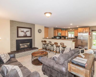 In-Town Woodland Park Retreat for Multi Families-pets-hot tub - Woodland Park