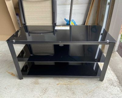 TV stand with shelves (EUC)