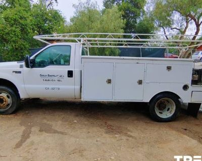 1999 Ford Super Duty F-450 Chassis Cab Lariat