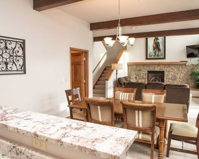 Gorgeous Split Level Townhome with Private Jacuzzi just minutes from Beaver Creek Resort - Mountain Star