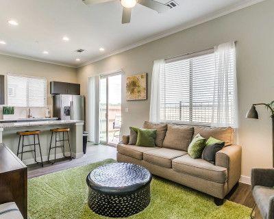 The Green Vibe Villa Style Place, Grand Prairie, TX