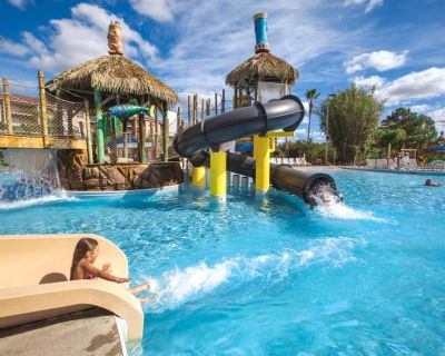 Family-Friendly Condo Minutes from Theme Parks w/ Resort Waterpark & Mini Golf - Four Corners