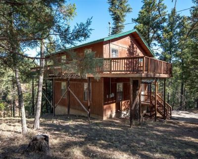 2 Bedrooms 2 Baths; Cabin with Hot Tub and Views, Private, Cedar Cree - Alpine Cellars Village