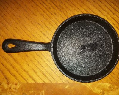 """Very small 5"""" single portion cast iron skillet / frying pan $4"""