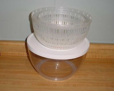 Gently Used Pampered Chef Salad Basket Strainer Serving Set. This Includes A Small & Large Stain-Resistant Colander Set Complete With Non...