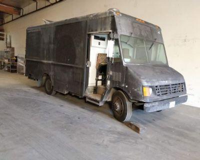MECHANICS SPECIAL NEEDS ALL NEW APPLIANCES - Chevrolet / P30 Food Truck / 1999