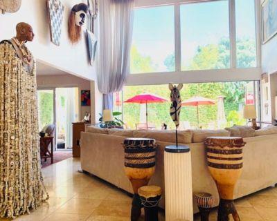 Private Home w World Class Art Gallery & Great spa Amenities - Los Feliz