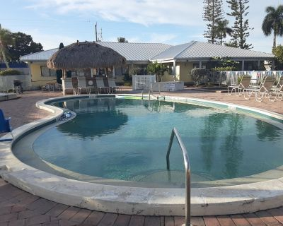 In a resort very close to the beach with heated pool hot tub - Iona