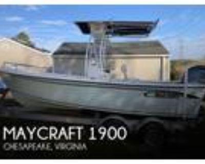 19 foot Maycraft 1900