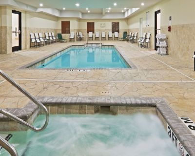 Free Breakfast + Heated Saltwater Pool + Hot Tub   24 Hour Business Center - Central Oklahoma City