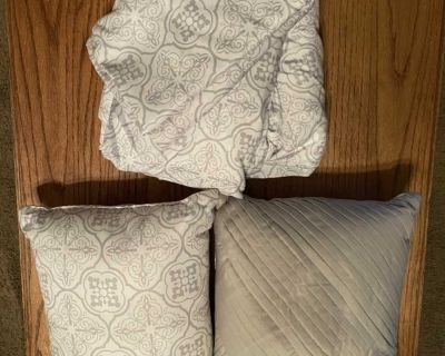 Light grey & white King size sheet set (flat, fitted, 2 king size pillow cases) and 2 matching pillows.
