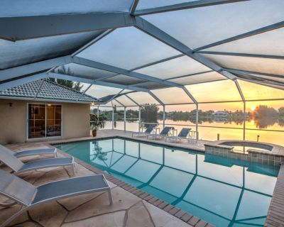 Amazing waterfront Villa: elec. incl, kayak, heated pool/spa, pool table, Dock - Pelican