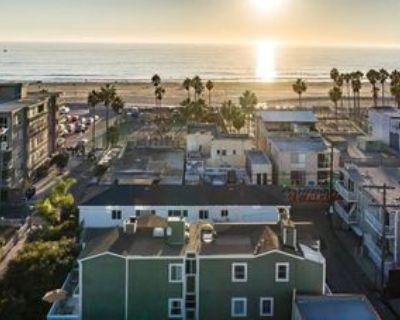 17 20th Ave, Los Angeles, CA 90291 2 Bedroom Condo