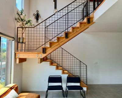 Loft Style Condo With Floor To Ceiling Windows And Views Of Mt Tabor, Portland, OR