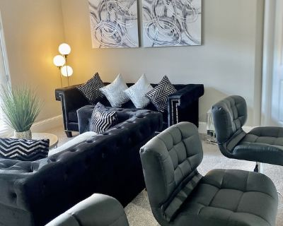 Massive 3 Bedroom Luxury Apartment - Smyrna