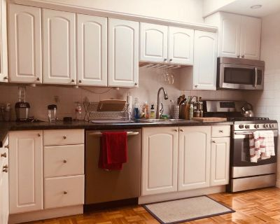 Located right off of Dorchester Ave, this apartmen
