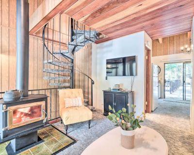 New! Pinecrest Retreat w/ Lake Access & Fireplace! - Pinecrest