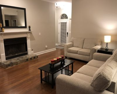 In between houses? Nice 4br walk to Lake Lanier close to exit 14 monthly rates! - Cumming