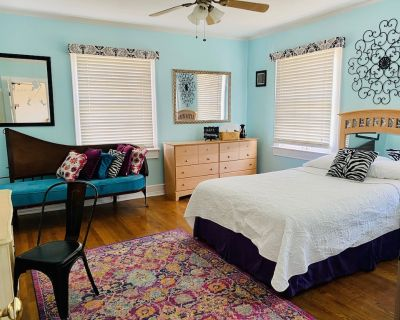 Hawthorne House... Comfy Colonial in Sunset Heights near UTEP - Sunset Heights