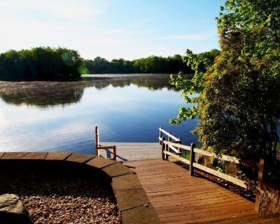 THREE LITTLE BIRDS LAKE HOUSE: LUXURY LAKE FRONT RETREAT NEAR LAKE WALLENPAUPACK - Wallenpaupauk Lake Estates