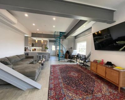 Hollywood Hills Modern Luxe Aesthetic with Gym, Jacuzzi, and Expansive Views, West Hollywood, CA