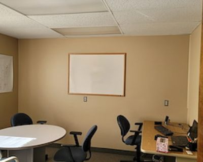 Private Office for 3 at Royalty Realestate