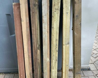 4x4 FENCE POSTS AND 3 FENCE SPIKES