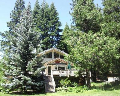 LAKEFRONT Victorian on Lake Almanor * KNOTTY PINE BOAT SLIP INCLUDED 2021 - Peninsula Village