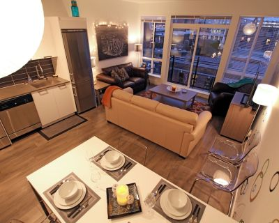 Downtown condo in best Victoria location: stunning views, parking & laundry - Downtown Victoria