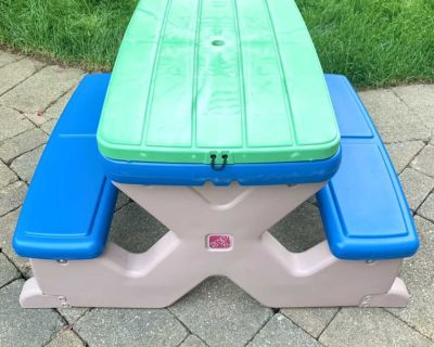 Step2 picnic table with sand/water play