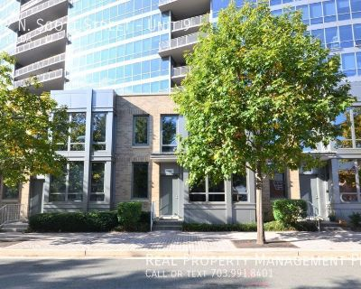 Rarely Available Townhouse at the Odyssey- Great Location and Amenities!