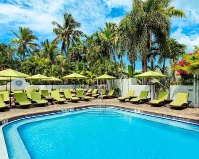 Laidback oceanfront bar and recreation area! 3 UNITS FOR 8 BY THE BEACH! POOL! - Uptown - Upper Duval
