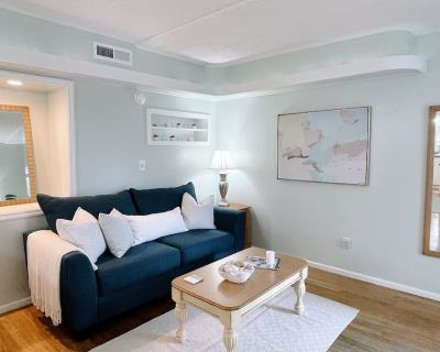 Corner condo at the doorstep of the intercostal waterway and local restaurants! - Airlie