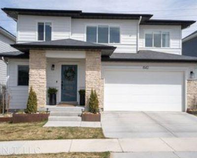 842 W Daylight Dr, Bluffdale, UT 84065 4 Bedroom House