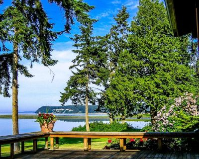 Charming Cottage in Stunning Waterfront Setting - Sequim
