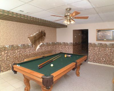 Great Views 4 Bedroom Cabin Sleeps10 Jacuzzi Hot Tub Pool Table Covered Deck Grill Kitchen Pool Ava. - Pigeon Forge