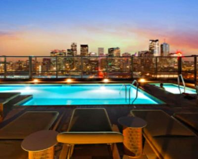 """NEW!!Denvers ONLY centralTrain HUB """"union station"""", downtown upscale living! - LoDo"""