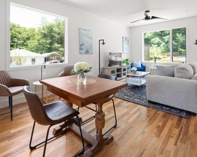 Modern Asheville Townhome in West Ash I Two King Beds - Asheville