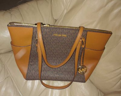 NEW WITH TAGS AUTHENTIC MICHAEL KORS PAID $130