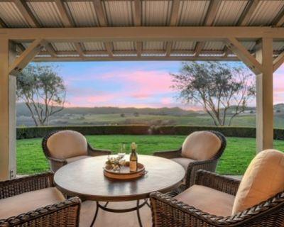 Villa Overlooking Edna Valley Vineyard, Arroyo Grande, CA