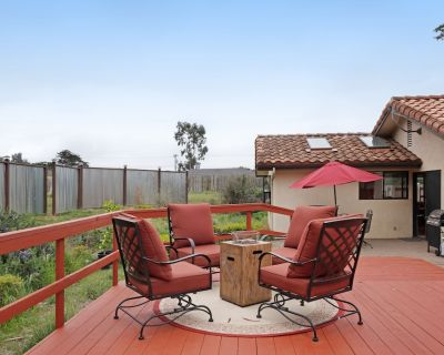 Coastal abode near the beach w/ spacious deck, yard & firepit! - San Luis Obispo County