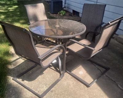 Set of 4 patio chairs, NO table