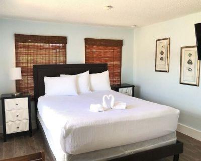 MoJoe's Villa 8 - Steps from the Beach! - Fort Myers Beach