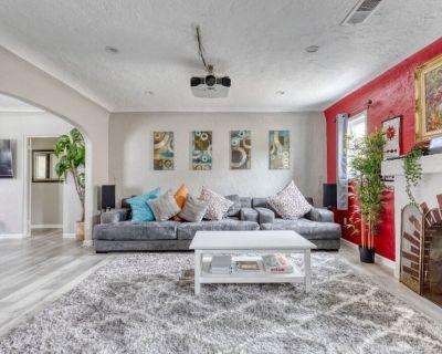 Smart House, treadmill and family friendly - East Pasadena